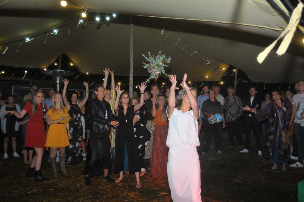 Bloemen confetti bruiloft
